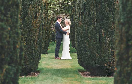 Stonor Manor Settings Ideas Couple Embracing